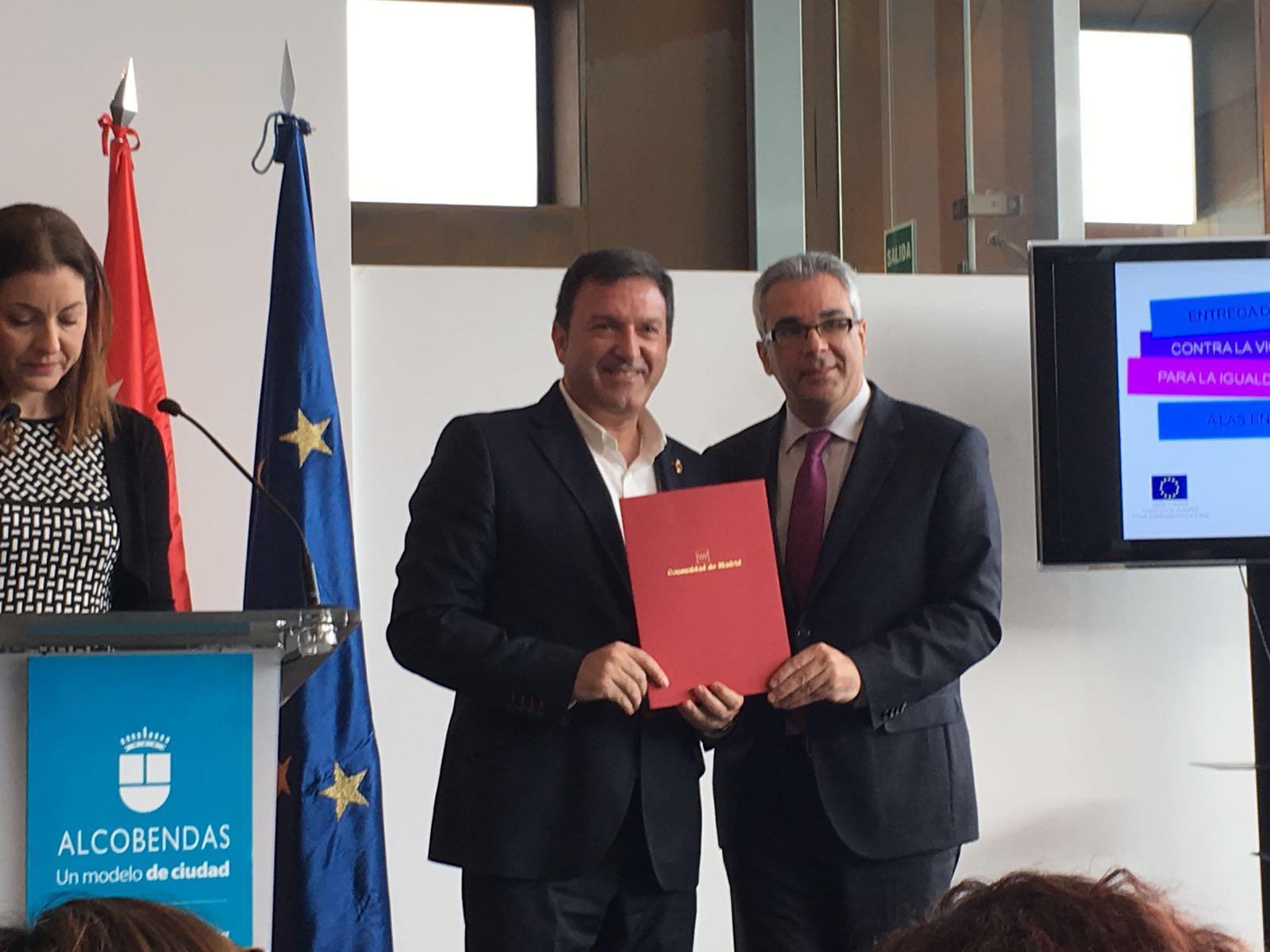 Jos antonio s nchez recoge la renovaci n del convenio de for Convenio oficinas y despachos comunidad de madrid