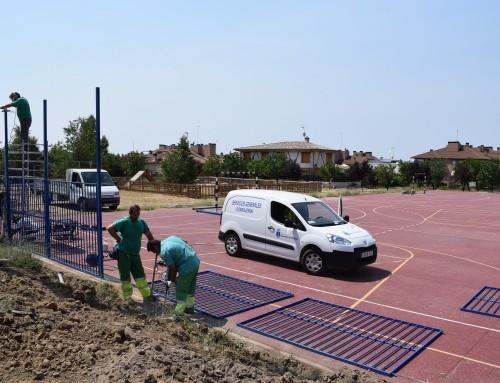 """Comienza la instalación del vallado en las pistas deportivas del Parque """"Los Almendros II"""""""