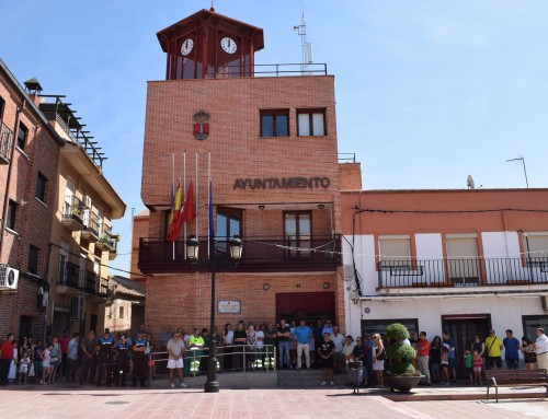 Humanes de Madrid guarda un minuto de silencio como repulsa a los atentados en Barcelona y Cambrils