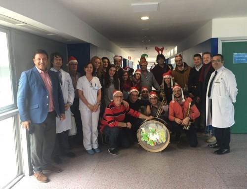 Miembros de la Escuela de Música de Humanes visitan a los pacientes del Hospital Universitario de Fuenlabrada
