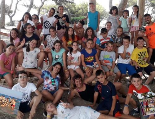 Un grupo de niños de Humanes de Madrid ha disfrutado de un campamento en la playa