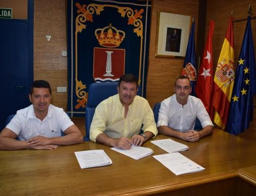 El alcalde José Antonio Sánchez firma un convenio de colaboración con el Club Deportivo San Pedro de Humanes de Madrid