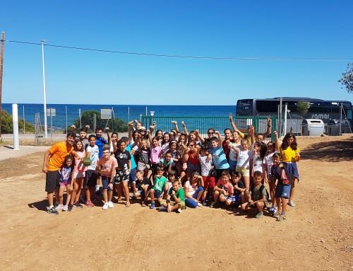 40 niños de Humanes de Madrid disfrutan en cabañas de madera en el campamento de la playa de Alcocéber (Castellón).