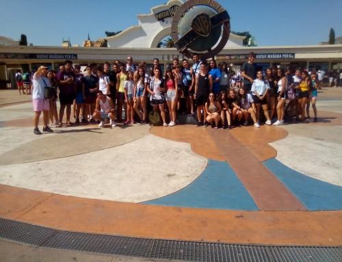 El Parque Warner Madrid recibe a 42 jóvenes de Humanes de Madrid, de la campaña de verano 2019.
