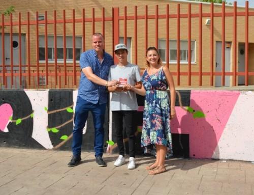 El artista Fernando Alonso elegido en el I concurso de Graffitis «HumanESarte» para pintar en la escuela Infantil «El Bosque».