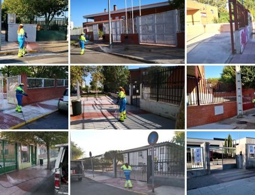 La Concejalía de Limpieza Viaria pone en marcha un plan para desinfectar todos los accesos de los centros escolares.