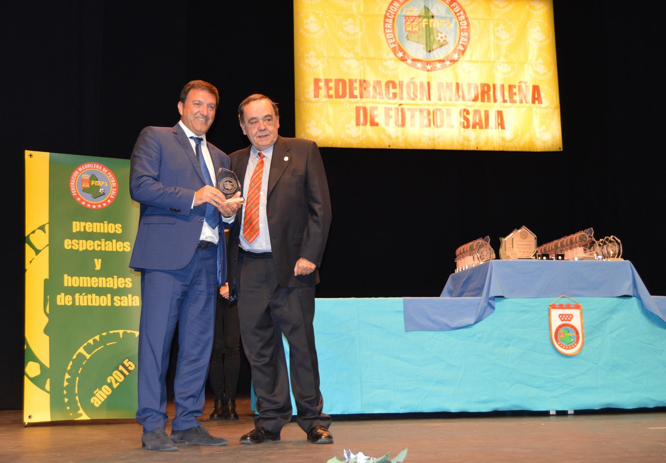 El ayuntamiento de humanes de madrid recibe como for Federacion de futbol sala