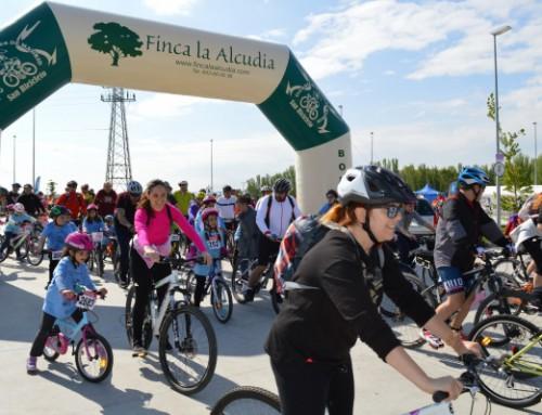 Alrededor de 1.000 personas participaron en la III Fiesta de la Bici en Familia de Humanes de Madrid