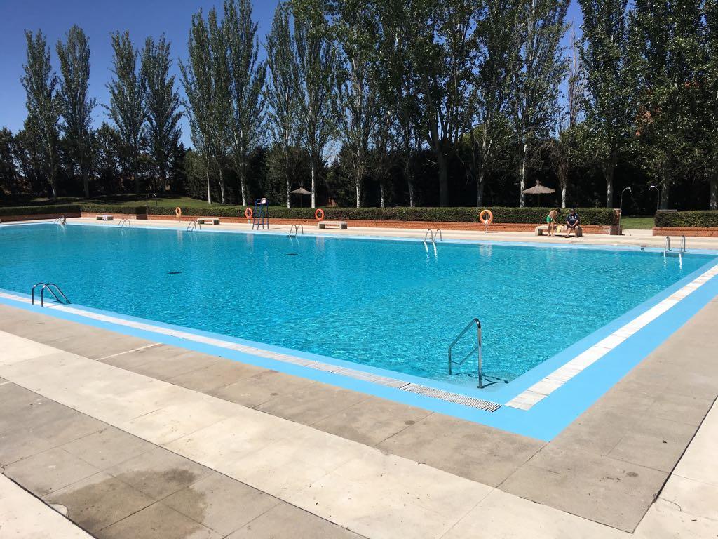 La piscina municipal de Humanes de Madrid abierta todos los días.