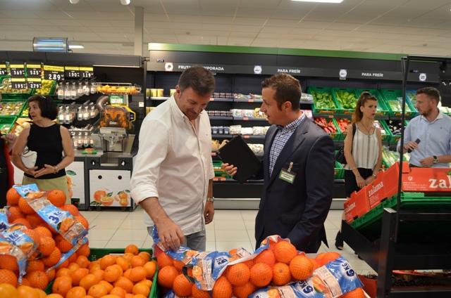 El Alcalde de Humanes de Madrid visita la remodelación del Mercadona.