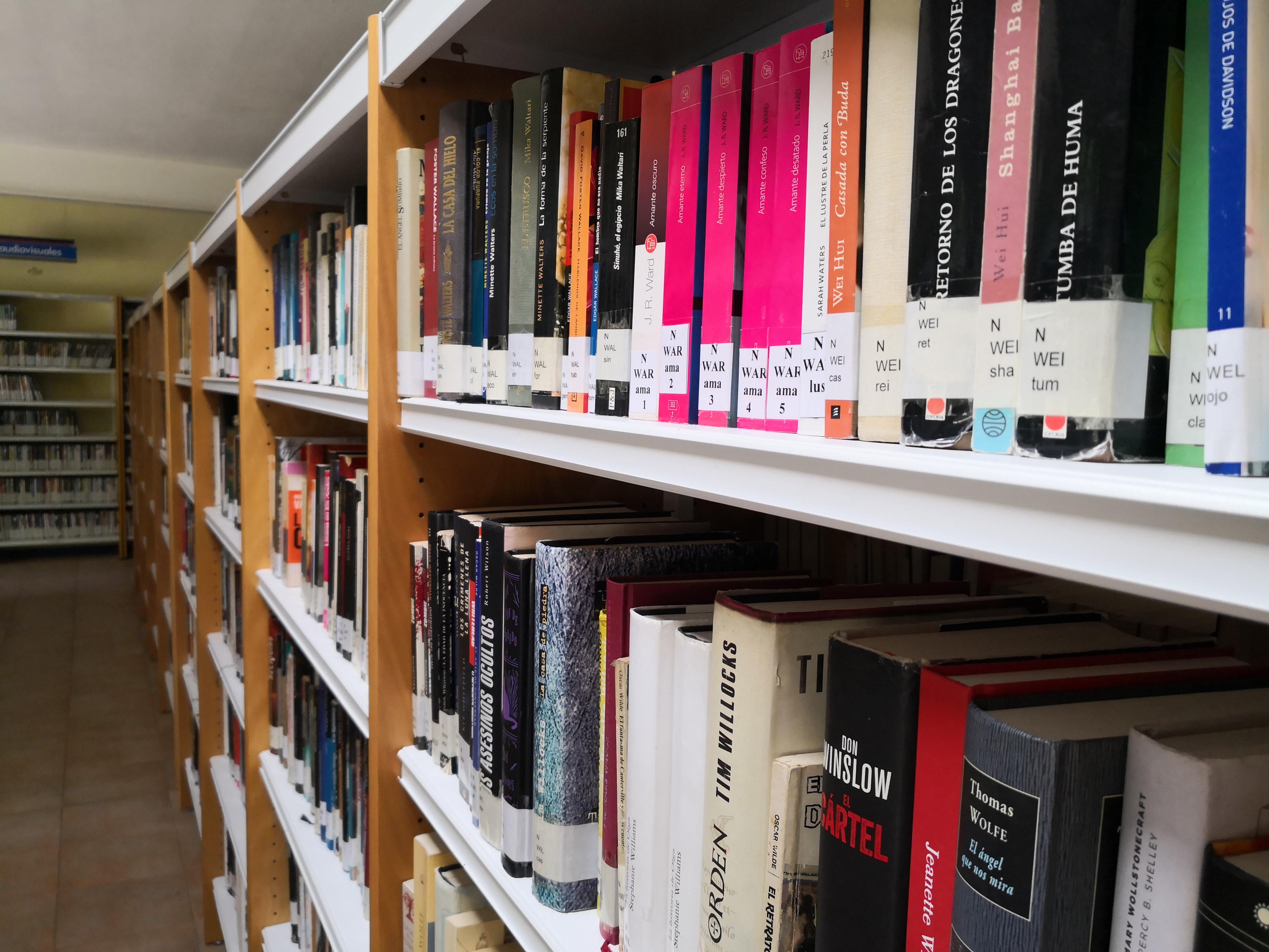 Humanes celebra el día Mundial de la Biblioteca con un taller de cuentoterapia, un bono lectura y un sorteo de libros.