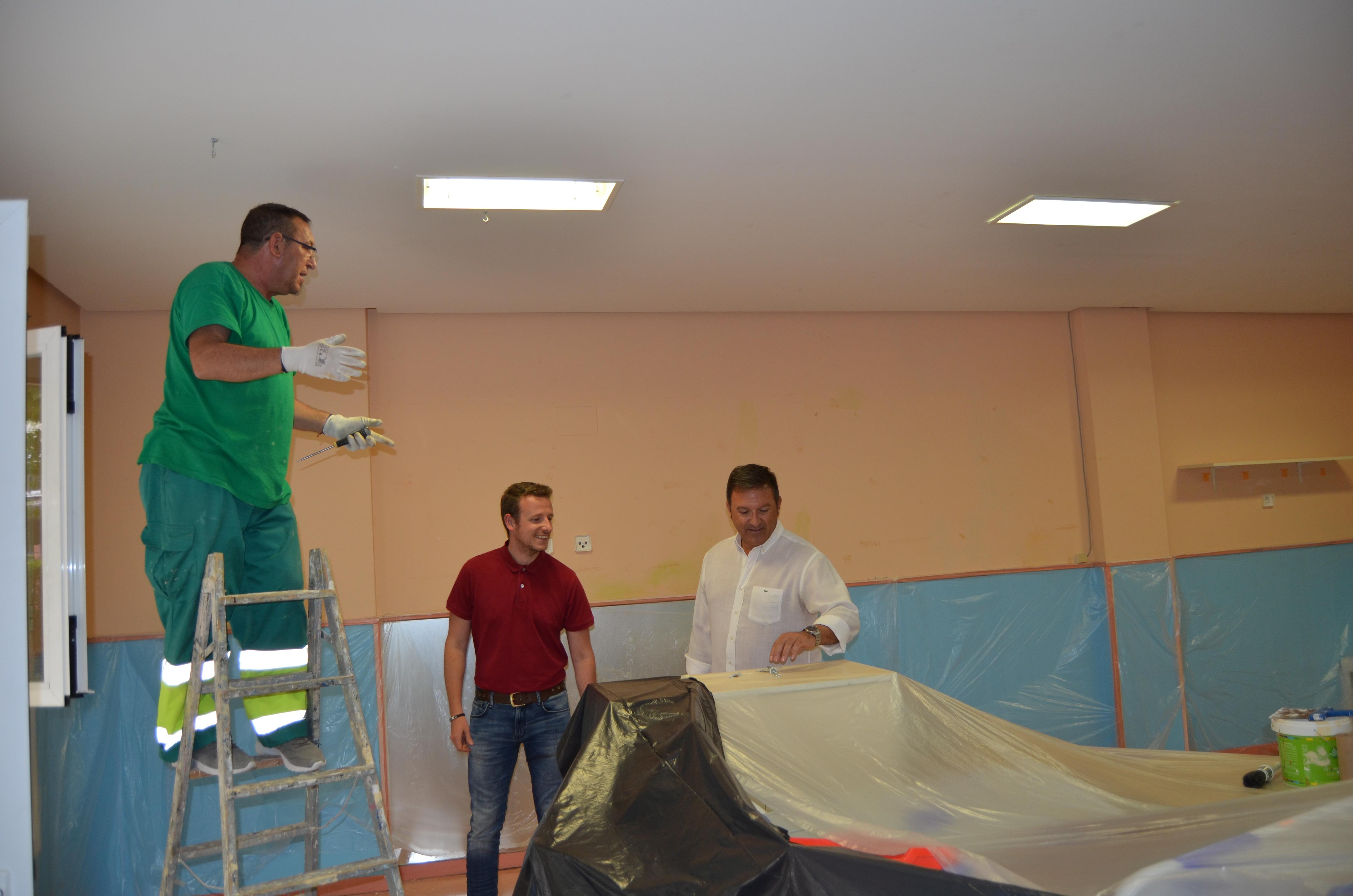 """Comienzan las tareas de albañilería, fontanería y pintura en la escuela infantil """"Platero y yo""""."""