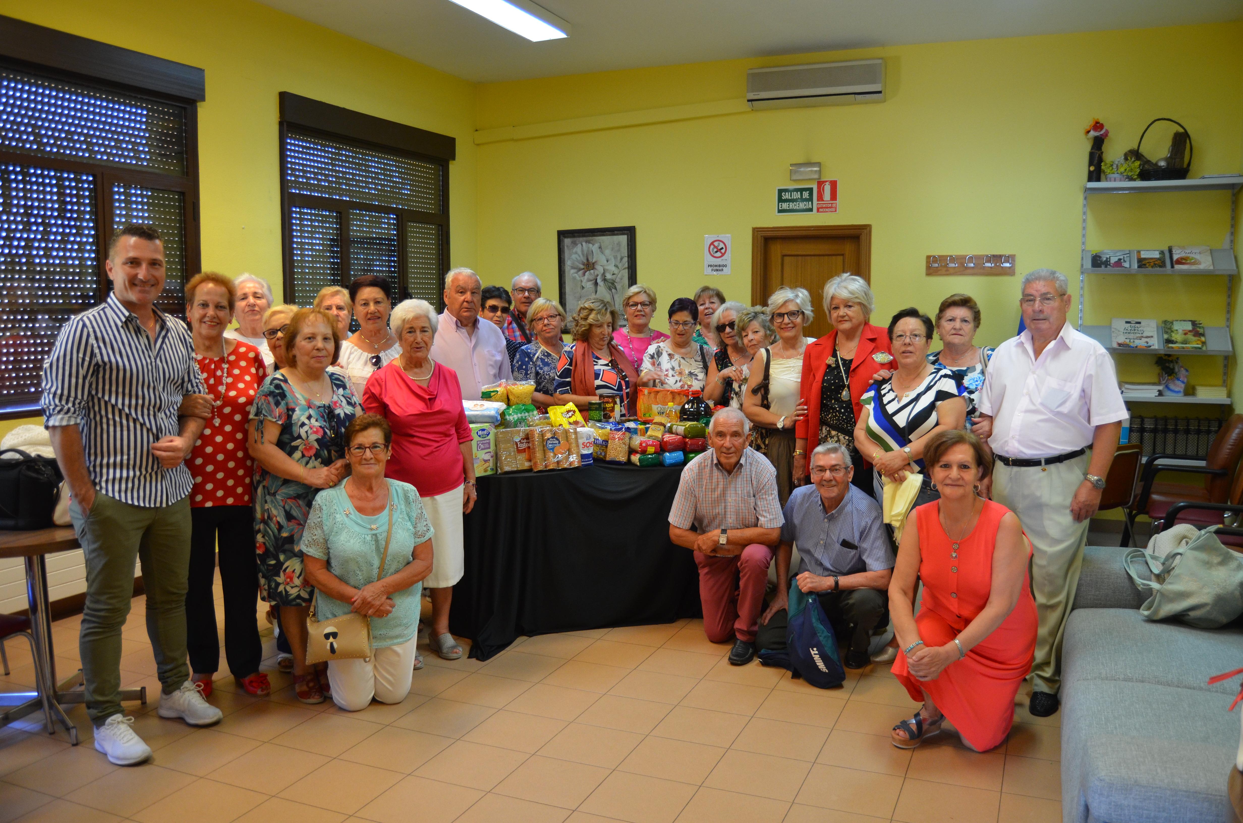 Vecinos de Humanes de Madrid colaboran con el banco de Alimentos en el programa «En compañía» de Castilla la Mancha media