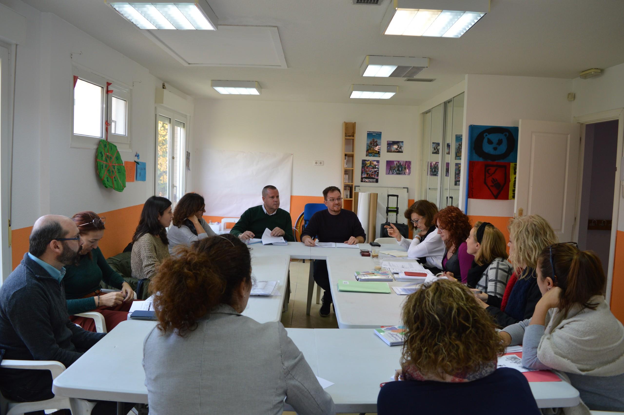 El pleno del Consejo local de Atención a la Infancia y Adolescencia se reúne para coordinar propuestas encaminadas al bienestar social.