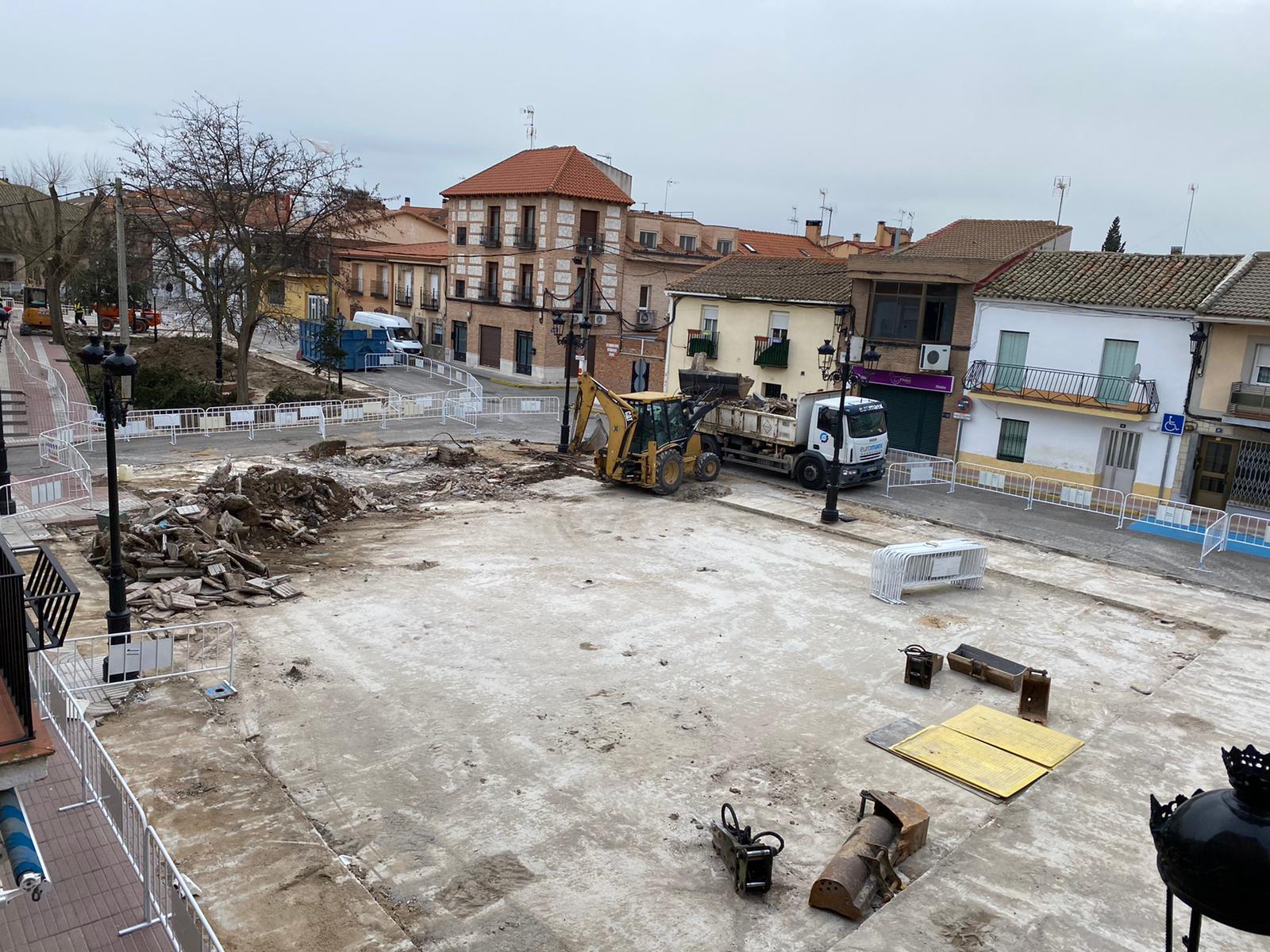 Comienzan a buen ritmo las obras de remodelación de la plaza de la Constitución.