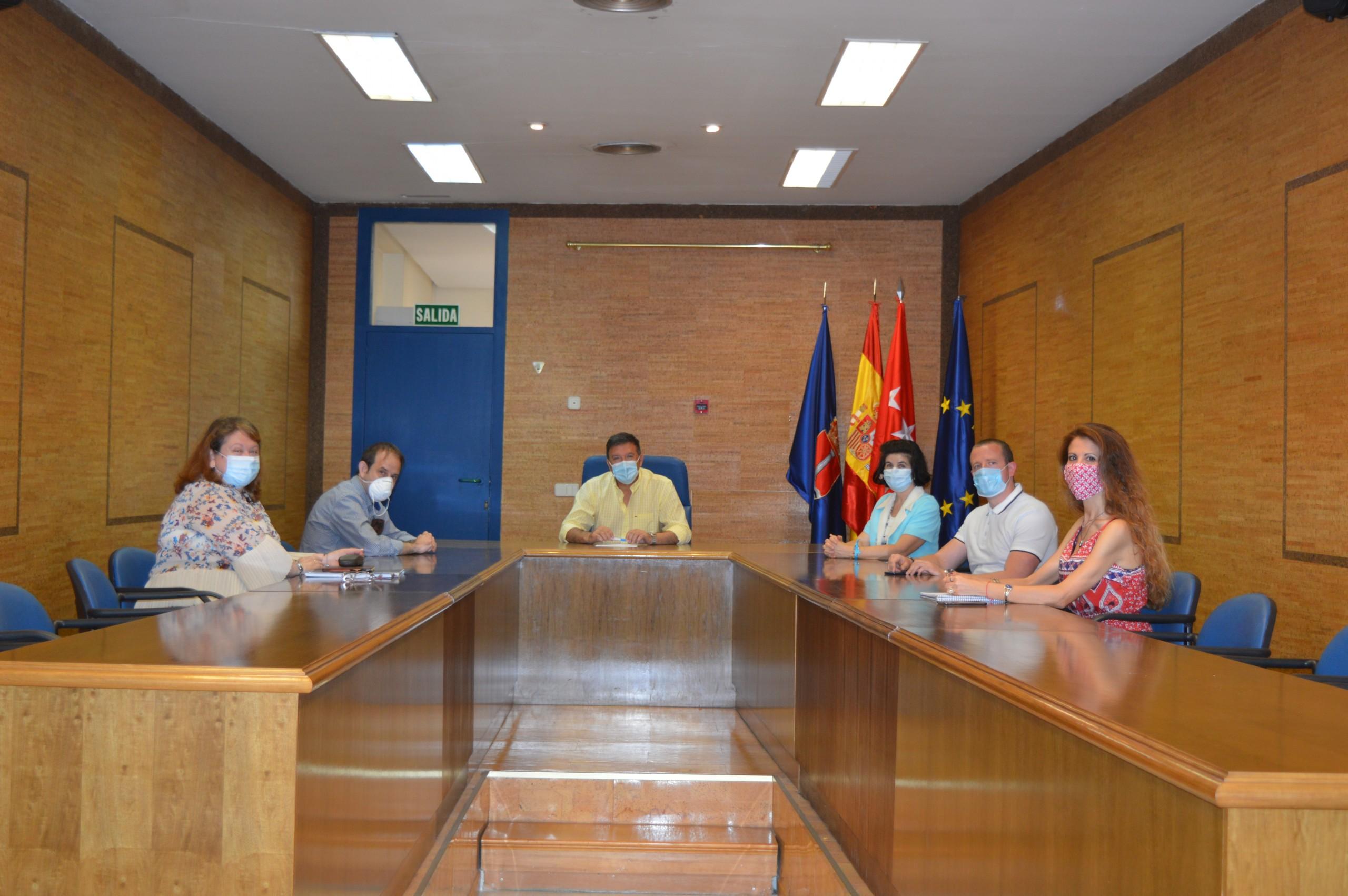 El alcalde se reúne con la nueva presidenta de la asociación AFES.