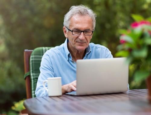 La Comunidad de Madrid pone en marcha un centenar de talleres online gratuitos para mayores de 60 años.
