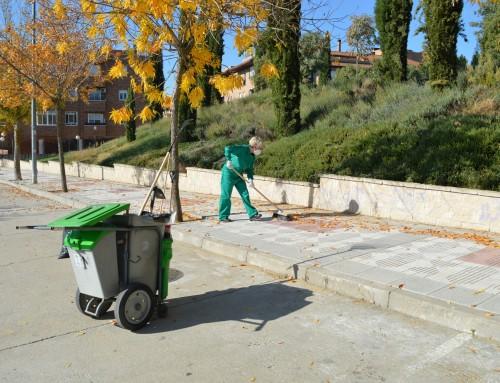 Incorporados 20 desempleados de larga duración para tareas de barrenderos y jardineros.
