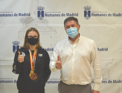 El alcalde de Humanes de Madrid recibe a Iratxe Vals del Valle, campeona de boxeo de España en la categoría Joven de menos de 51 kg