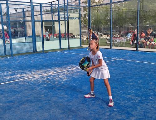 Valeria Garcia con 10 años, campeona de España de pádel en la categoría benjamín.